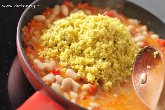 Kasza jaglana z papryką, pomidorami, fasolą i mlekiem kokosowym3