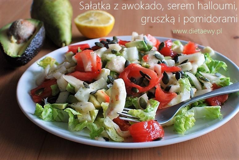 Sałatka z awokado, halloumi, gruszką i pomidorami